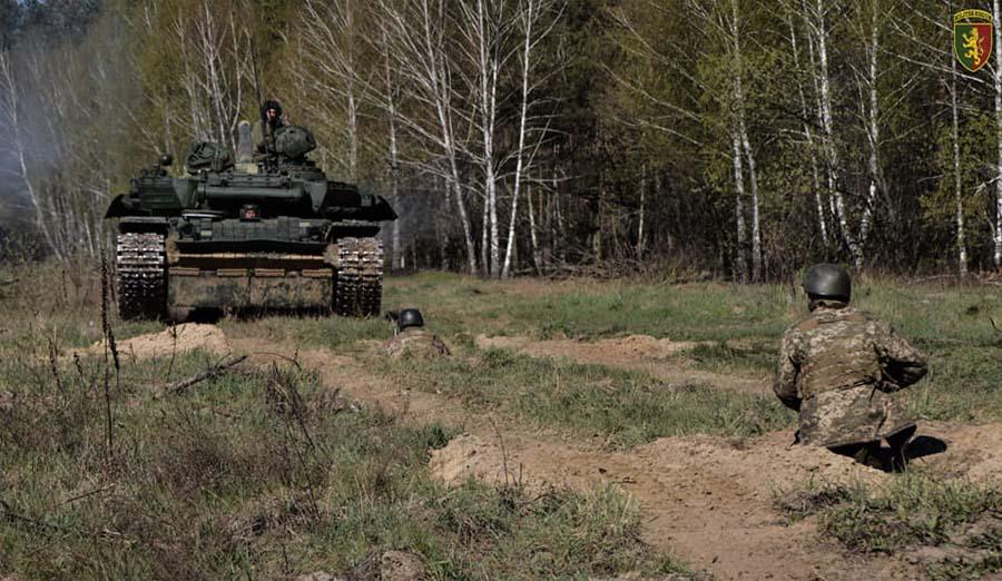 Модернізований танк Т-72АМТ під час відпрацювання вправи