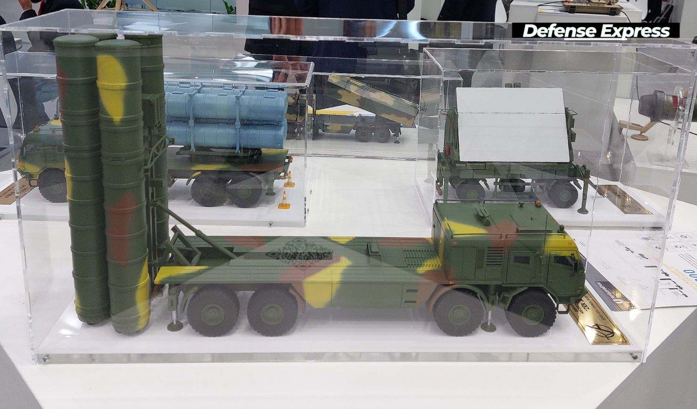 Макет пускової установки перспективної ЗРК середнього радіусу дії від ДККБ Луч на шасі від компанії Tatra на виставці Зброя та Безпека-2021
