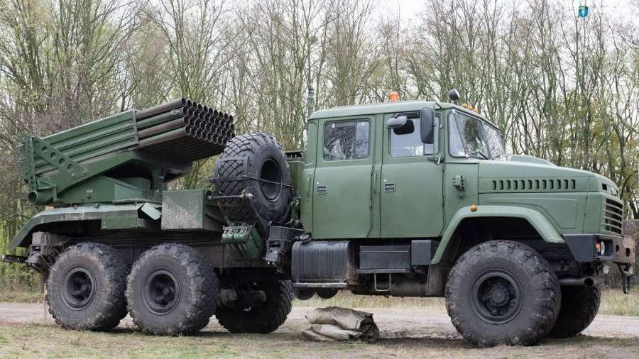 БМ-21У Верба від ХКБМ базується на шасі КрАЗ-63221 (зі здвоєною кабіною). В першому варіанті кабіна не мала бронювання