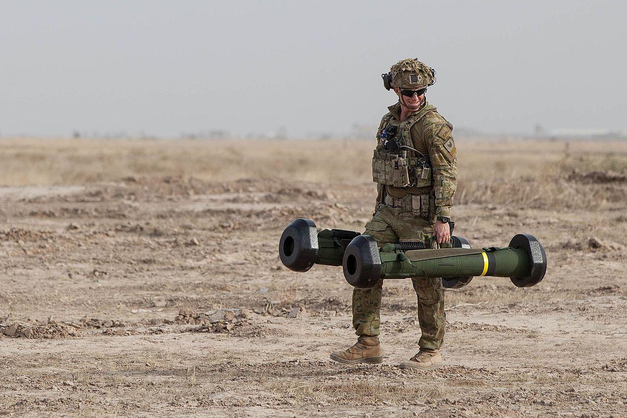 Кожна ракета FGM-148 Javelin важить по 16 кг