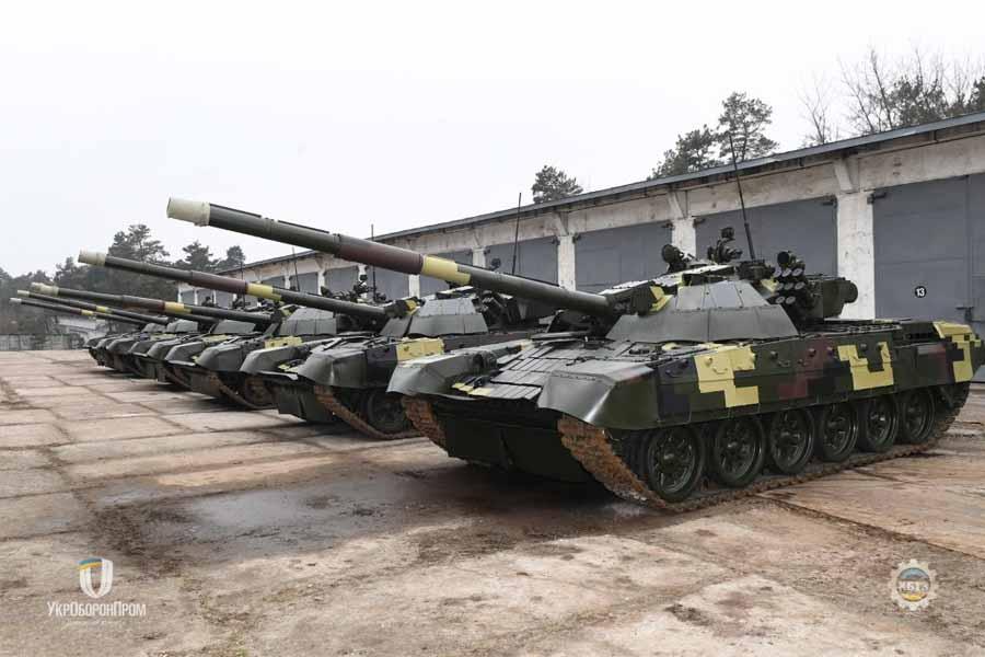 Остання партія модернізованих танків Т-72АМТ на території КБТЗ у березні 2020 року