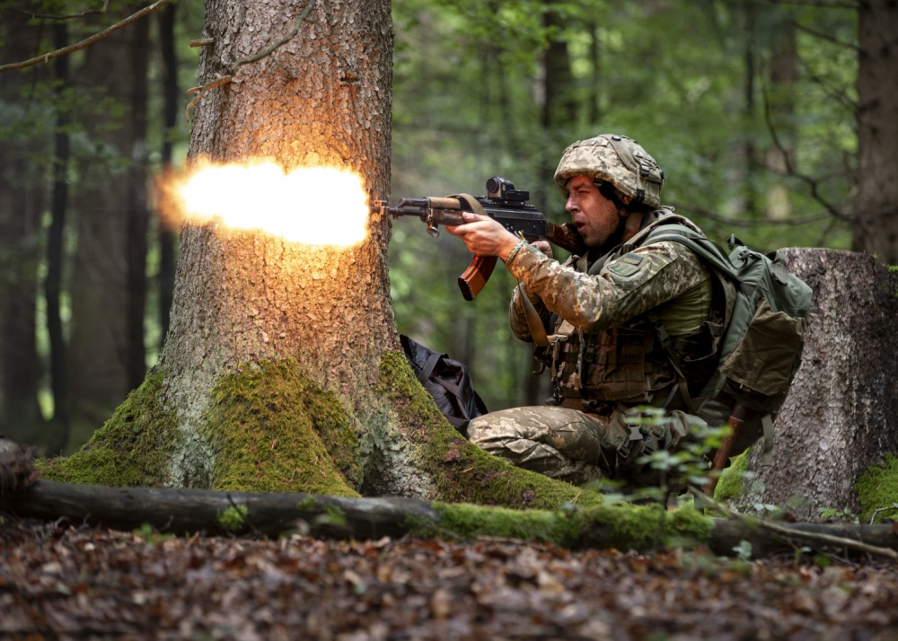 Ukrainian mechanized infantry soldier fires at Opposing Forces (OPFOR), Combined Resolve XII, Thomas Mort, 358th Public Affairs Detachment