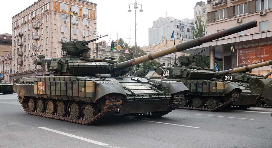 Модернізовані Т-64 зразка 2017 року на Параді Незалежності у серпні 2018 року