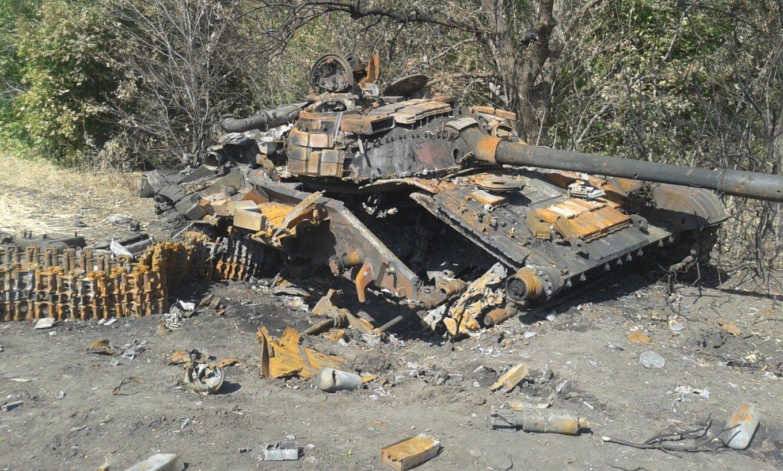 Знищений Т-64 у ході бойових дій