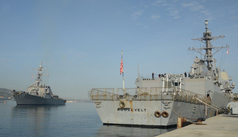 USS Roosevelt (DDG 80) та USS Donald Cook (DDG 75) на базі Souda Bay